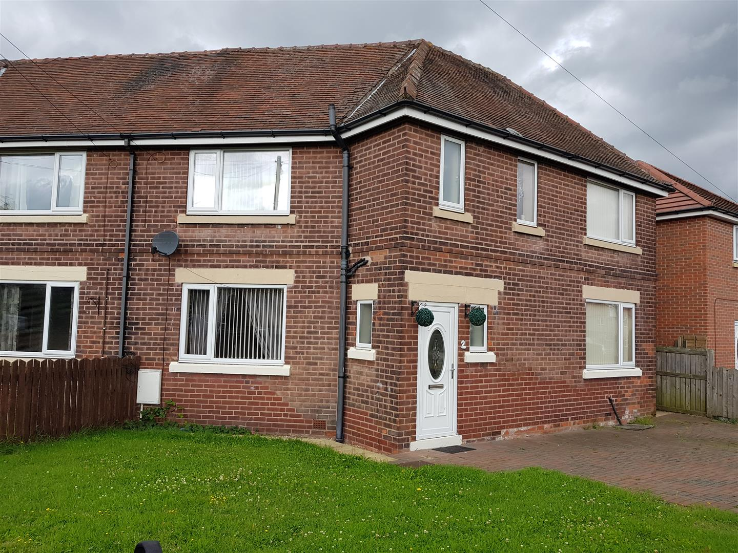 3 Bedrooms Semi Detached House for sale in College Lane, Worksop